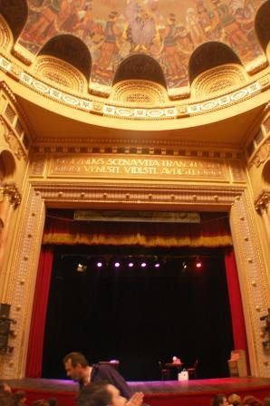 font de scène du théâtre national de Timisoara