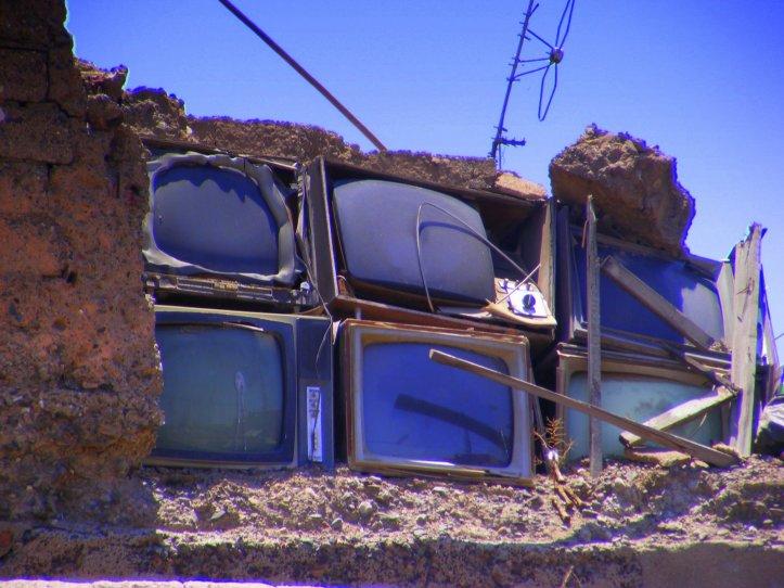 la télé dans le béton