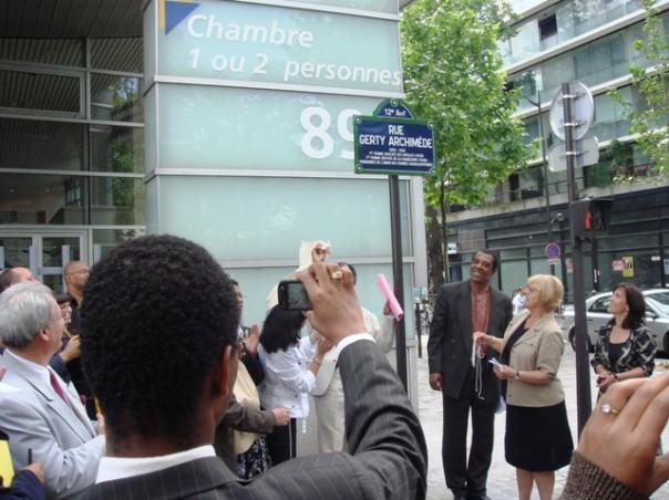 Inauguration de la rue Gerty Archimède (mai 2007) en présence de mme Hidalgo et de la maire du 12è arrondissement de Paris